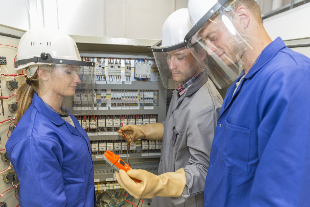 what is an electrician trainee