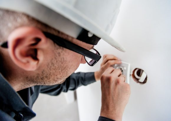 Training to Become an Electrician? Here's What to Expect in Your Training Program
